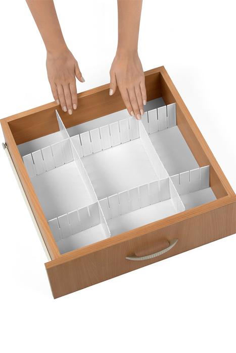 Разделитель для ящиков Loks, цвет: белый, 43 х 9 см, 4 штL102-112Разделитель для ящиков Loks выполнен из пластика белого цвета и предназначен для организации пространства в ящиках столов и шкафов. Особая конструкция изделия позволяет оптимально подобрать размер секций под разные типы ящиков. Разделители легко устанавливаются и регулируются по длине. В комплекте - 4 штуки.