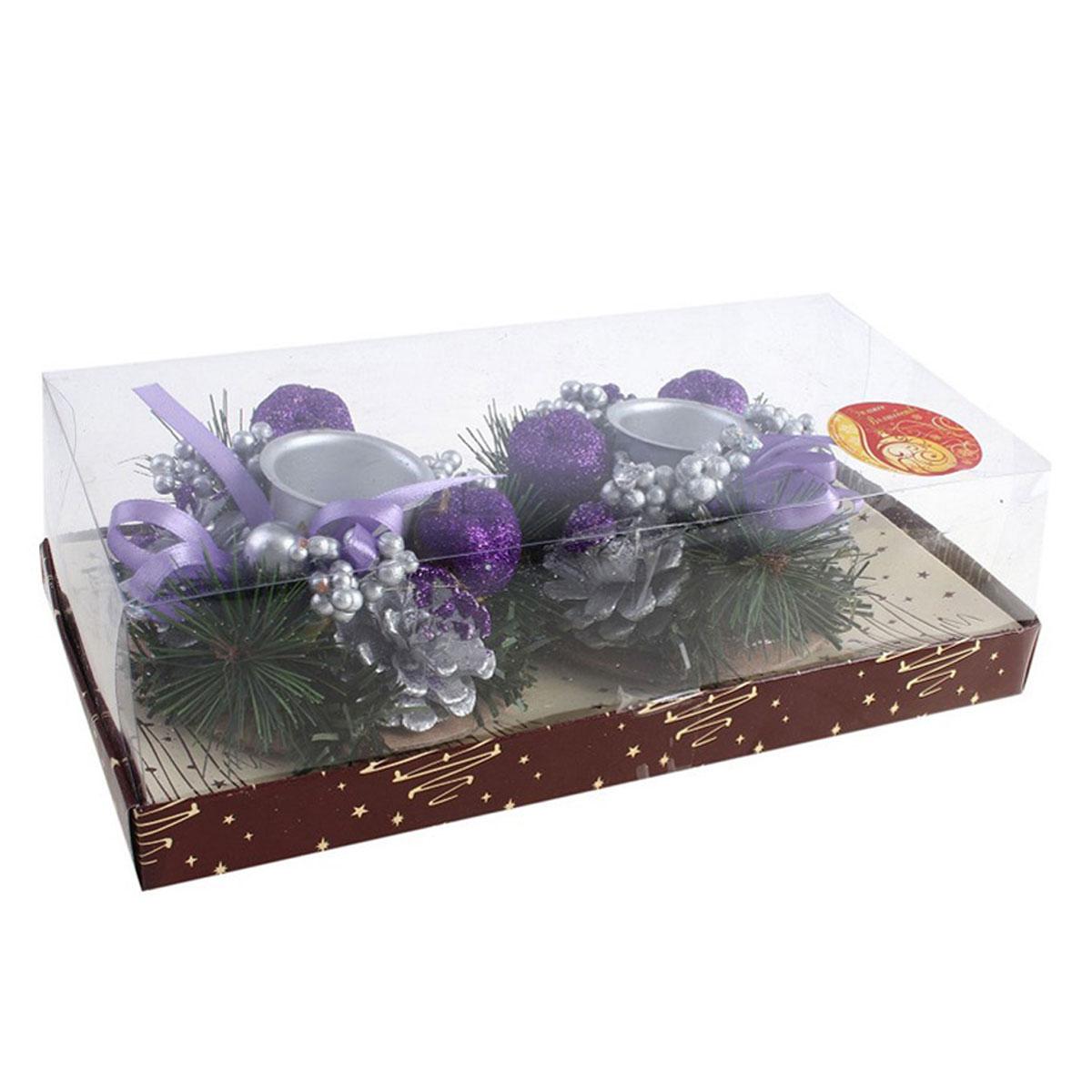 Подсвечник на две свечи Шишка с бантиками, цвет: фиолетовый, серебристый, пурпурный. 542654542654Новогодний подсвечник Шишка с бантиками украсит интерьер вашего дома или офиса в преддверии Нового года. Оригинальный дизайн и красочное исполнение создадут праздничное настроение. Подсвечники представляют собой венки из сосновых веточек с шишками, бусинами и ягодами пурпурного цвета, покрытыми блестками. В центре венка размещается подсвечники серебристого цвета. Новогодние украшения всегда несут в себе волшебство и красоту праздника. Создайте в своем доме атмосферу тепла, веселья и радости, украшая его всей семьей.