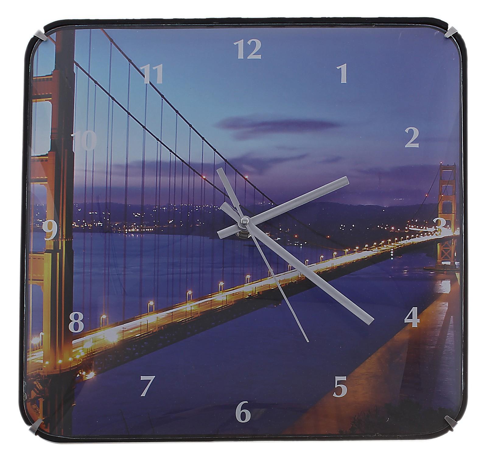 Часы настенные Ночной мост, цвет: темно-синий. 589196589196Оригинальные настенные часы Ночной мост квадратной формы выполнены из пластика и оформлены изображением моста. Часы имеют три стрелки - часовую, минутную и секундную. Циферблат часов защищен пластиком. Необычное дизайнерское решение и качество исполнения придутся по вкусу каждому. Оформите совой дом таким интерьерным аксессуаром или преподнесите его в качестве презента друзьям, и они оценят ваш оригинальный вкус и неординарность подарка. Характеристики: Материал: пластик, металл. Размер: 3 см x 30 см x 30 см. Размер упаковки: 31 см х 31,5 см х 4,5 см. Артикул: 589196. Работают от батарейки типа АА (в комплект не входит).