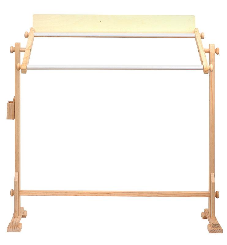 Станок деревянный для вышивания, прямоугольный, 33 х 75 смСтанок 33х75смДеревянный станок для вышивания. Легко монтируется и разбирается. Белая, нелакированная поверхность. Размер рамки для вышивания 33 см х 75 см. Высококачественное дерево. Планки с клипсами (по типу Q-snap). Угол наклона регулируется только с помощью рамки. Регулируется ширина рамки. Стойки цельные, по высоте не регулируются.