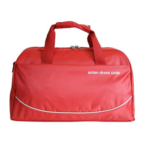 Сумка дорожная Antan Фантазия, цвет: красный. 2-882-88Вместительная дорожная сумка Antan Фантазия выполнена из прочного материала красного цвета и оформлена надписью Antan dress code. Сумка состоит из одного основного отделения, закрывающегося на застежку-молнию, внутри которого расположено два сетчатых накладных кармана. На внешней стороне сумки расположен вместительный карман на застежке-молнии. Сумка оборудована двумя удобными текстильными ручками и съемным плечевым ремнем. Характеристики: Цвет: красный. Материал: полиэстер, текстиль, пластик. Размер сумки (без учета ручек): 45 см х 23 см х 25 см. Высота ручек: 16 см. Производитель: Россия. Артикул: 2-87. Компания Antan существует уже более 10 лет. Свою деятельность она начинала с выпуска дамских сумок, сейчас в ассортименте представлен большой выбор молодежных, дорожно-спортивных, деловых, универсальных сумок, а так же клатчей и маленьких сумочек....