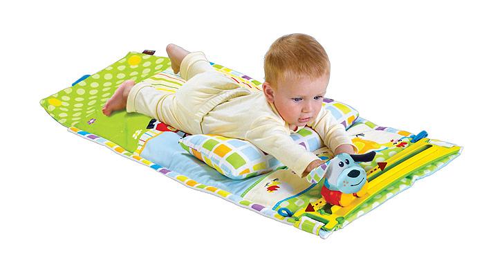 Развивающий коврик Маленький спортсмен40127Мягкий развивающий коврик Маленький спортсмен станет первой площадкой для игр вашего малыша. Прямоугольный набивной коврик выполнен из необычайно мягкого и приятного на ощупь материала ярких цветов и оформлен изображениями животных. В комплект с ковриком входит музыкальная машинка, которая движется по специальной дорожке. Она может воспроизводить музыку в течение 10 минут непрерывно. На машинку можно прикрепить игрушку, входящую в комплект, в виде собачки или коровки. Элементы игрушек содержат шуршащий элемент. Внутри собачки спрятана сфера, гремящая при тряске. К коврику крепится мягкая подушечка в форме подковки, которая будет поддерживать кроху, когда ему захочется поиграть на животике. К коврику крепятся два пластиковых колечка, к которым можно пристегнуть любимые игрушки малыша или прорезыватели. Коврик легко складывается и удобен для хранения и перемещения. Развивающий коврик поможет малышу развить тактильное, звуковое и цветовое восприятия, координацию движений и...