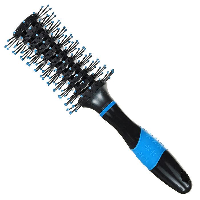 Salon Professional Брашинг, цвет: черный, синий. 337-9946HQI337-9946HQIБрашинг Salon Professional для укладки волос изготовлен из термостойкого пластика с антистатическими зубцами. Благодаря продуманному дизайну расческа очень удобна в использовании. Окончания зубцов имеют шарообразную форму, что позволяет производить легкий массаж головы, снимая напряжение и не раздражая кожу головы. Характеристики: Материал: пластмасса. Длина расчески: 24 см. Длина зубцов: 1,5 см. Общий диаметр расчески: 6,3 см. Производитель: Германия. Артикул: 337-9946HQI. Товар сертифицирован.