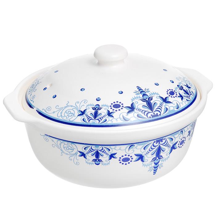 Кастрюля керамическая Чудный вкус с крышкой, цвет: белый, синий, 2,5 лKC-2.5-MКастрюля Чудный вкус изготовлена из экологически чистой жаропрочной керамики белого цвета. Кастрюля равномерно нагревает блюдо, долго сохраняя тепло и не выделяя абсолютно никаких примесей в пищу. Корпус и крышка кастрюли оформлены элегантным узором сине-голубого цвета. Керамическая крышка кастрюли оснащена отверстием для выпуска пара. Кастрюля предназначена для использования практически на всех видах кухонных плит, духовке и микроволновой печи (допускается нагрев до 400°С). Легко переносит мойку в посудомоечной машине. Превосходно служит для замораживания продуктов в холодильнике. Кастрюля Чудный вкус прекрасно подойдет для запекания и тушения овощей, мяса и других блюд, а оригинальный дизайн и яркое оформление украсят ваш стол. Характеристики: Материал: керамика. Цвет: белый, синий, голубой. Объем: 2,5 л. Внутренний диаметр: 22,5 см. Ширина с учетом ручек: 28 см. Высота стенки: 11 см. Размер упаковки: 26 см х 26 см х 11 см. ...