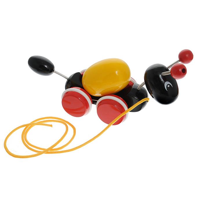 Игрушка-каталка Муравей30367Игрушка-каталка Муравей, непременно, понравится вашему малышу и подойдет для игры, как дома, так и на свежем воздухе. Игрушка выполнена из каучукового дерева с использованием нетоксичных красок в виде муравьишки, который несет на спине яйцо. Голова, усики и хвостик крепятся на пружинках. Ребенок сможет катать игрушку, потянув за текстильный шнурок. Во время движения яйцо на спине муравья вращается, а его голова и хвостик качаются. Края деталей игрушки закруглены, чтобы избежать вероятности травмирования. Колеса снабжены резиновыми вставками для мягкости движения. Игрушка-каталка Муравей развивает пространственное мышление, цветовое восприятие, тактильные ощущения, ловкость и координацию движений.