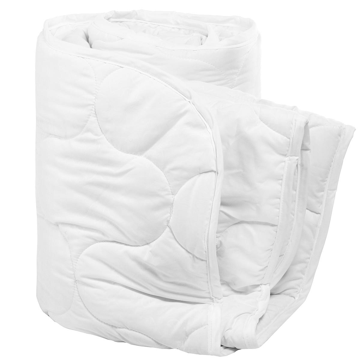Одеяло Verossa Green Line, наполнитель: бамбуковое волокно, 172 см х 205 см165990При изготовлении одеяла Verossa Green Line применяется ткань нового поколения из микрофиламентных нитей Ultratex. Одеяло не требует специального ухода, быстро сохнет после стирки и практически не мнется. Наполнитель из натуральных бамбуковых волокон. Пористая структура бамбукового волокна обеспечивает отличные условия для циркуляции воздуха и впитывания влаги. Преимущества одеяла Verossa Green Line: идеальный комфортный сон; антибактериальная защита; оптимальная терморегуляция. Характеристики: Материал чехла: 100% полиэстер (Ultratex). Наполнитель: 50% бамбуковое волокно, 50% полиэстер. Цвет: белый. Масса наполнителя: 300 г/м2. Размер одеяла: 172 см х 205 см. Размер упаковки: 58 см х 15 см х 43 см. Артикул: 165990.