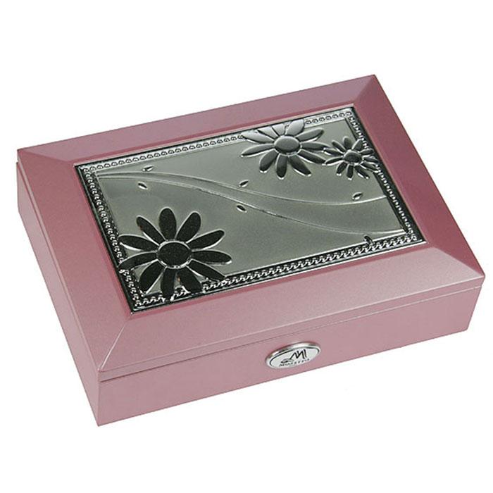 Шкатулка ювелирная Moretto, цвет: розовый, 18 х 13 х 5 см 3991839918Ювелирная шкатулка Moretto, выполненная из МДФ и алюминия, украсит интерьер любого помещения и позволит компактно и удобно хранить ювелирные изделия и бижутерию. Внутри шкатулки предусмотрены два отделения, разделенные валиком для хранения колец; на крышке расположено зеркало. Внутренняя поверхность шкатулки оформлена бархатистым текстилем, выполненным под замшу, что придает шкатулке шарм и изысканность. Нижняя часть шкатулки с внешней стороны также обтянута бархатистым текстилем, что предотвращает истирание поверхности стола. Классический дизайн и функциональность делают шкатулку Moretto практичным и стильным подарком для любой женщины. Характеристики: Материал: МДФ, металл (алюминий), стекло, текстиль, ПМ. Размер шкатулки: 18 см х 13 см х 5 см. Размер отделения шкатулки (Д х Ш х Г): 5 см х 10,5 см х 3 см. Размер зеркала: 12 см х 7 см. Размер упаковки: 19 см х 14 см х 6 см. Артикул: 39918.