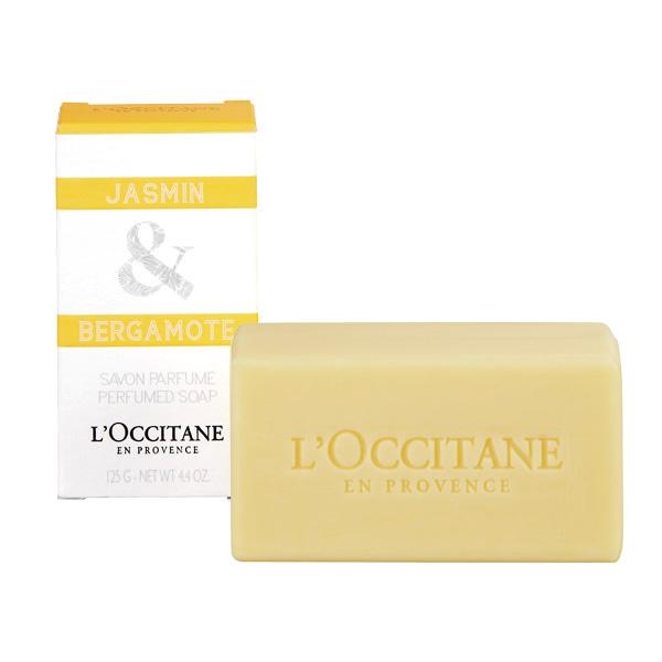 LOccitane en Provence Мыло Жасмин и бергамот, 125 г258910Мыло LOccitane en Provence Жасмин и бергамот с кремовой текстурой и пышной пеной нежно очищает кожу и оставляет на ней ненавязчивый цветочный аромат. Применение : нанести на влажную кожу, сполоснуть водой.