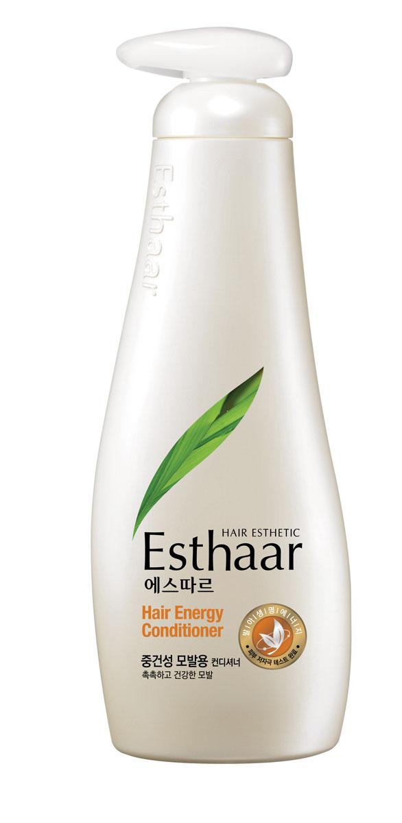 Esthaar Кондиционер Энергия для волос, для нормальных и сухих волос, 500 мл978863Esthaar разработан по новейшей запатентованной технологии с применением молодых побегов целебных трав, известных своей высокой концентрацией лечебных веществ. Богатый 12 видами витаминов и минералов, шампунь укрепляет стержень волос, наполняет его жизненной силой и энергией, тем самым уменьшает ломкость и потерю. Кондиционер состоит на 99% из растительных очищающих компонентов, что делает его низкоаллергенным. Имеет сертификат LOHAS (Lifestyles Of Health And Sustainability), что подтверждает его безопасность для здоровья человека и окружающей среды. Научные исследования доказали, что уже через неделю использования ломкие волосы становятся крепче на 117%. Характеристики: Объем: 500 мл. Артикул: 978863. Производитель: Корея. Товар сертифицирован.