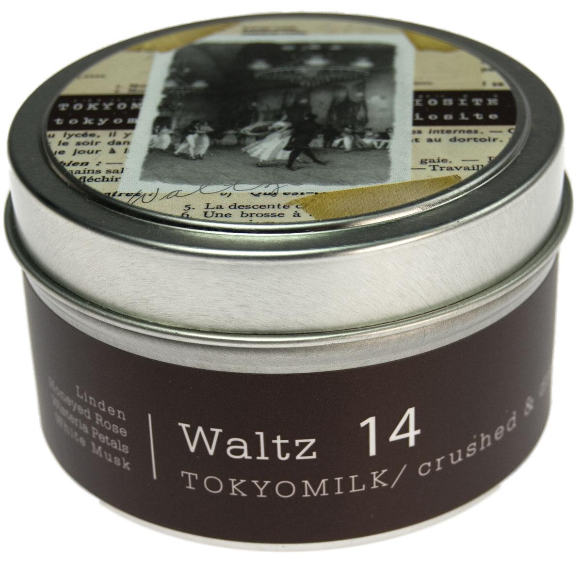 TokyoMilk Свеча ароматизированная Вальс, 163 гTKM16Q14Ароматическая свеча TokyoMilk Вальс сочетает в себе волшебные образы и изысканные ароматы оригинальной коллекции Parfumarie Curiosite, изготовлена из соевого воска и горит равномерно и долго. Благодаря удобной упаковке её можно взять с собой и воссоздать неповторимую атмосферу, где бы вы ни находились, даже в самых дальних путешествиях. Изысканная игра: липа, медовая роза, лепестки глицинии и белый мускус.
