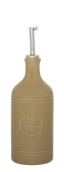 Бутылка для масла и уксуса Emile Henry Natural Chic, цвет: мускат, 450 мл960215Бутылка для масла или уксуса Emile Henry Natural Chic, выполненная из керамики и металла, позволит украсить любую кухню, внеся разнообразие как в строгий классический стиль, так и в современный кухонный интерьер. Пробковая крышка с носиком снабжена клапаном антикапля, не допускающим пролива. Стенки бутылки светонепроницаемые, поэтому ее можно хранить в открытом шкафу, не волнуясь, что ваше лучшее оливковое масло потеряет вкус и аромат. Оригинальная бутылка будет отлично смотреться на вашей кухне. Высота бутылки (с учетом носика): 23,5 см. Диаметр основания: 7 см.