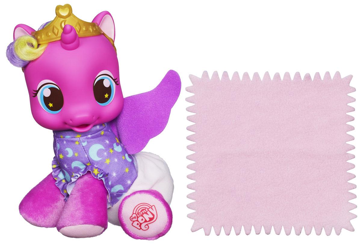My Little Pony Принцесса Скайла с аксессуаром27858Игрушка My Little Pony Принцесса Скайла привлечет внимание вашей малышки. Игрушка выполнена из мягкого пластика и текстильных материалов в виде симпатичной маленькой пони. Если нажать на кнопку, расположенную на ножке пони, она произносит несколько фраз. В комплект с игрушкой входит небольшая пеленочка. Игра с Принцессой Скайлой разовьет в вашей малышке фантазию и любознательность, поможет овладеть навыками общения и научит ролевым играм, воспитает чувство ответственности и заботы. Порадуйте ее таким великолепным подарком! Характеристики: Материал: текстиль, пластик. Высота пони: 22 см. Размер упаковки: 19 см х 12 см х 25 см. Изготовитель: Китай.