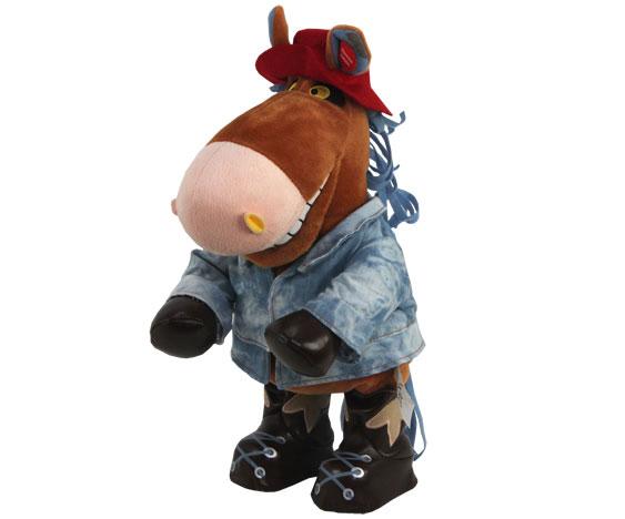 Анимированная игрушка Конь Ковбой, 32 смYCEV-0150BКонь Ковбой - анимированная игрушка, выполненная в виде забавного коня, вызовет улыбку у каждого, кто ее увидит. Конь одет в джинсовую курточку, на ногах - черные сапожки, на голове - легкомысленная красная шляпа. Нажмите кнопку на его спине, и он порадует вас веселой песенкой Я твой ковбой, исполненной популярной группой Ленинград. Во время исполнения конь двигается в такт музыке. Эта очаровательная игрушка станет отличным подарком для человека, ценящего чувство юмора и оригинальность.
