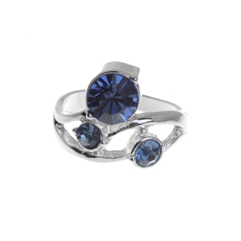 Кольцо Marmalato, цвет: серебристый, синий. 629-030629-030_44330Оригинальное кольцо Marmalato, выполненное из металла серебристого цвета, украшено стразами. Кольцо позволит вам с легкостью воплотить самую смелую фантазию и создать собственный, неповторимый образ.