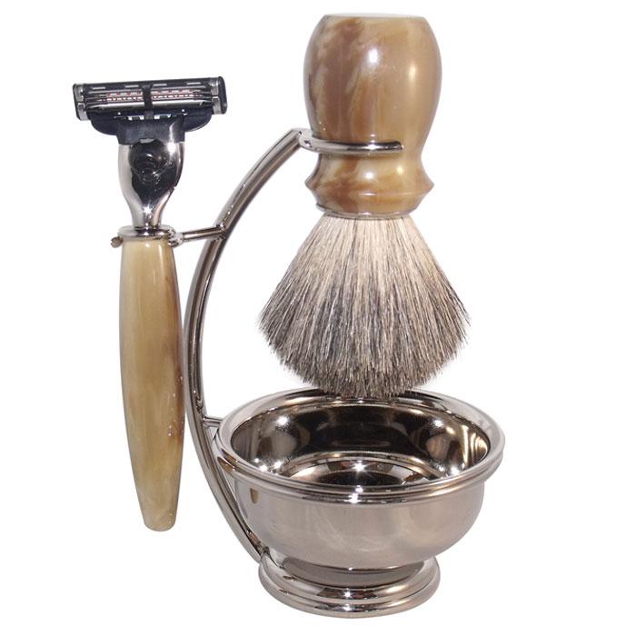 Бритвенный набор S.Quire, цвет: серебряный, с иммитация под рог. 65166516Бритвенный набор S.Quire - станет отличным подарком для мужчины. Набор состоит из помазка, бритвенного станка, чаши и подставки под эти предметы. Помазок выполнен из тончайшего натурального ворса (чистый барсучий необрезанный волос). Бритвенный станок оснащен оригинальными лезвиями Mach 3 Turbo фирмы Gillette. Ручки станка и помазка выполнены из прочного пластика с элементами из высококачественной нержавеющей стали. Подставка изготовлена из высококачественной стали с нержавеющим и не тускнеющим покрытием. Такой набор отлично впишется в интерьер ванной комнаты. Характеристики: Материал: нержавеющая сталь, пластик, натуральная щетина. Длина бритвенного станка: 13,5 см. Длина помазка: 10,5 см. Диаметр чаши: 7,5 см. Размер подставки: 13 см х 9 см х 6 см. Размер упаковки: 18 см х 9,5 см х 16 см. S.Quire - это коллекция модных, элегантных, стильных аксессуаров для мужчин, разработанная европейскими...