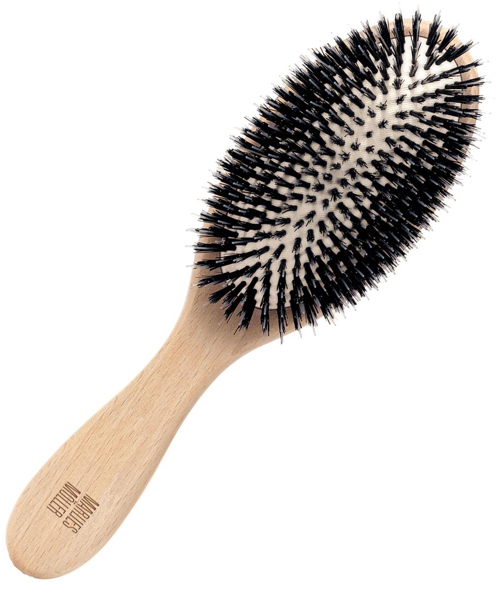 Marlies Moller Щетка для волос, очищающая, большая27080MMsБольшая щетка Marlies Moller для очищения волос удаляет средства укладки, загрязнения. Делает волосы блестящими и шелковистыми. Характеристики: Материал: дерево, нейлон, щетина. Длина: 23 см. Длина зубца: 1,5 см. Производитель: Италия. Артикул: 27080. Товар сертифицирован.