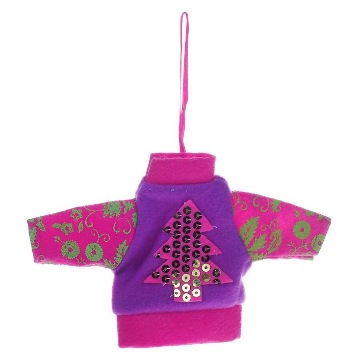 Новогоднее подвесное украшение Джемпер, цвет: розовый, сиреневый. 2534325343Новогоднее украшение, выполненное из текстиля в виде джемпера, украшено пайетками. Вы можете подвесить его в любом месте, где оно будет удачно смотреться, и радовать глаз. Кроме того, это украшение - отличный вариант подарка для ваших близких и друзей. Новогодние украшения всегда несут в себе волшебство и красоту праздника. Создайте в своем доме атмосферу тепла, веселья и радости, украшая его всей семьей. Характеристики: Материал: полиэстер. Размер украшения: 17 см х 11 см х 0,5 см. Артикул: 25343.