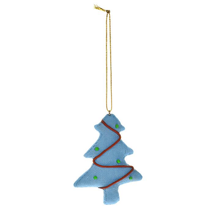 Новогоднее подвесное украшение Елка, цвет: голубой. 1546815468Оригинальное новогоднее украшение «Елка» отлично подойдет для праздничного декора вашего дома и новогодней ели. Украшение выполнено из пластика голубого цвета в виде новогодней елочки. С помощью специальной петельки украшение можно повесить в любом понравившемся вам месте. Но, конечно, удачнее всего такая игрушка будет смотреться на праздничной елке. Елочная игрушка - символ Нового года. Она несет в себе волшебство и красоту праздника. Создайте в своем доме атмосферу веселья и радости, украшая новогоднюю елку нарядными игрушками, которые будут из года в год накапливать теплоту воспоминаний.
