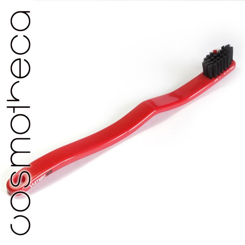 Yumaki Зубная щетка Колеса, средняя жесткостьYU0021Зубная щетка Yumaki Колеса средней жесткости с щетиной из нейлона и гибкой эргономичной рукояткой выполнена из биоразлагаемого сахарного тростника. Имеет яркий и стильный дизайн. Характеристики: Материал: пластик, нейлон. Длина щетки: 17,5 см. Артикул: YU0021. Размер упаковки: 2,5 см х 2,5 см х 21 см. Производитель: Япония. Товар сертифицирован.