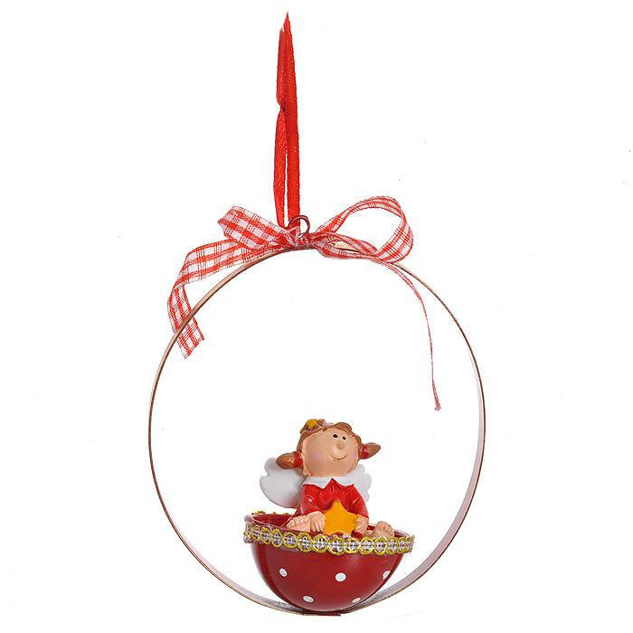 Новогоднее подвесное украшение Ангел в корзинке. 3106431064Изящное новогоднее украшение Ангел в корзинке выполнено из полирезины и черного металла. Украшение представляет собой ангела в корзинке со звездой в руках. С помощью специальной текстильной петельки украшение можно повесить в любом понравившемся вам месте. Но, конечно, удачнее всего такая игрушка будет смотреться на праздничной елке. Новогодние украшения приносят в дом волшебство и ощущение праздника. Создайте в своем доме атмосферу веселья и радости, украшая всей семьей новогоднюю елку нарядными игрушками, которые будут из года в год накапливать теплоту воспоминаний. Характеристики: Материал: полирезина, черный металл. Цвет: красный. Размер украшения: 10 см х 9 см х 5 см. Артикул: 31064.