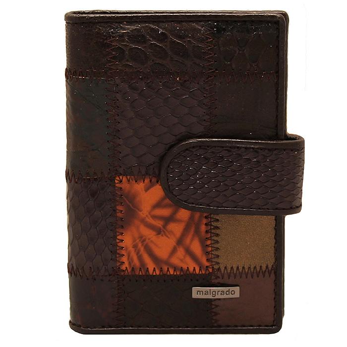Визитница Malgrado, цвет: коричневый. 42003A-490A42003A-490A CoffeeСтильная визитница Malgrado с веерным открытием изготовлена из натуральной кожи коричневого цвета с комбинированным тиснением. Внутри содержит прозрачный вкладыш с двадцатью отделениями для кредитных и дисконтных карт. На боковых стенках имеются два дополнительных отделения для пропуска и карт. Закрывается визитница на клапан, на одну из двух кнопок. Такая визитница станет замечательным подарком человеку, ценящему качественные и практичные вещи.