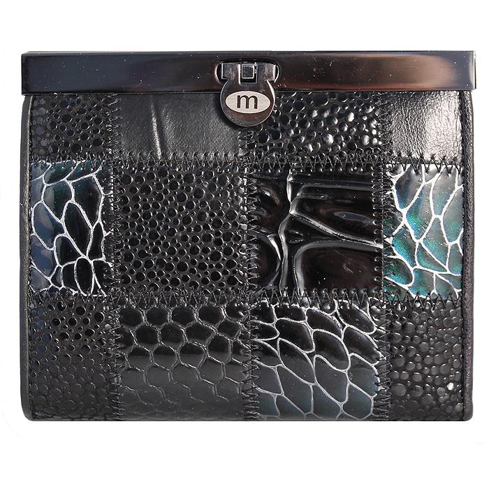 Кошелек женский Malgrado, цвет: черный. 44009A-239A44009A-239A BlackЖенский кошелек Malgrado выполнен из натуральной кожи высшего качества и оформлен заплатками с разной фактурой и рисунком. Внутри кошелек содержит три отделения для купюр, одно из которых на молнии, отделение для мелочи на кнопке, три наборных кармашка для кредитных карт или визиток, два кармашка из прозрачного пластика и карман для мелких бумаг и чеков. Закрывается кошелек на небольшой металлический замочек. Кошелек упакован в фирменную картонную коробку.