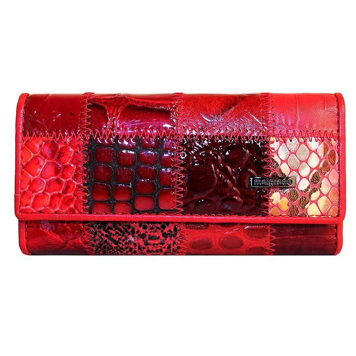 Ключница Malgrado, цвет: красный. 47006A-444A47006A-444A RedСтильная ключница Malgrado изготовлена из натуральной лакированной кожи красного цвета и закрывается широким клапаном на две кнопки. Внутри ключницы расположено шесть крючков для ключей, кармашек на застежке-молнии и металлическое кольцо для возможности крепления к поясу или сумке. Ключница упакована в коробку из плотного картона с логотипом фирмы.