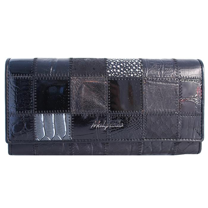 Кошелек женский Malgrado, цвет: черный. 72032-3A-239A72032-3A-239A BlackСтильный кошелек Malgrado изготовлен из натуральной кожи черного цвета с декоративным комбинированным тиснением и вмещает в себя купюры в развернутом виде в полную длину. Внутри содержит четыре отделения для купюр, одно из которых на молнии, четыре кармашка для дисконтных карт, визиток, кредиток, один прозрачный кармашек, в который можно положить пропуск, проездной документ или фотографию, отделение для мелочи, закрывающиеся на металлический замок и дополнительный потайной карман. Закрывается кошелек клапаном на кнопку. Кошелек упакован в подарочную металлическую коробку с логотипом фирмы. Такой кошелек станет замечательным подарком человеку, ценящему качественные и практичные вещи.