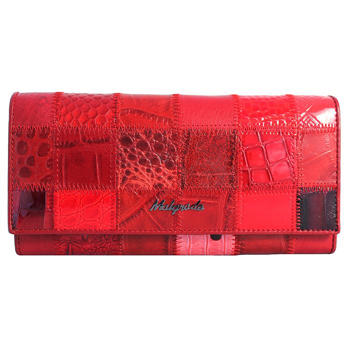 Кошелек женский Malgrado, цвет: красный. 72032-3A-444A72032-3A-444A RedСтильный кошелек Malgrado изготовлен из натуральной кожи красного цвета с декоративным комбинированным тиснением и вмещает в себя купюры в развернутом виде в полную длину. Внутри содержит четыре отделения для купюр, одно из которых на молнии, восемь отделений для дисконтных карт, визиток, кредиток, один прозрачный кармашек, в который можно положить пропуск, проездной документ или фотографию, отделение для мелочи, закрывающиеся на металлический замок и дополнительный потайной карман. Закрывается кошелек клапаном на кнопку. Кошелек упакован в подарочную металлическую коробку с логотипом фирмы. Такой кошелек станет замечательным подарком человеку, ценящему качественные и практичные вещи.