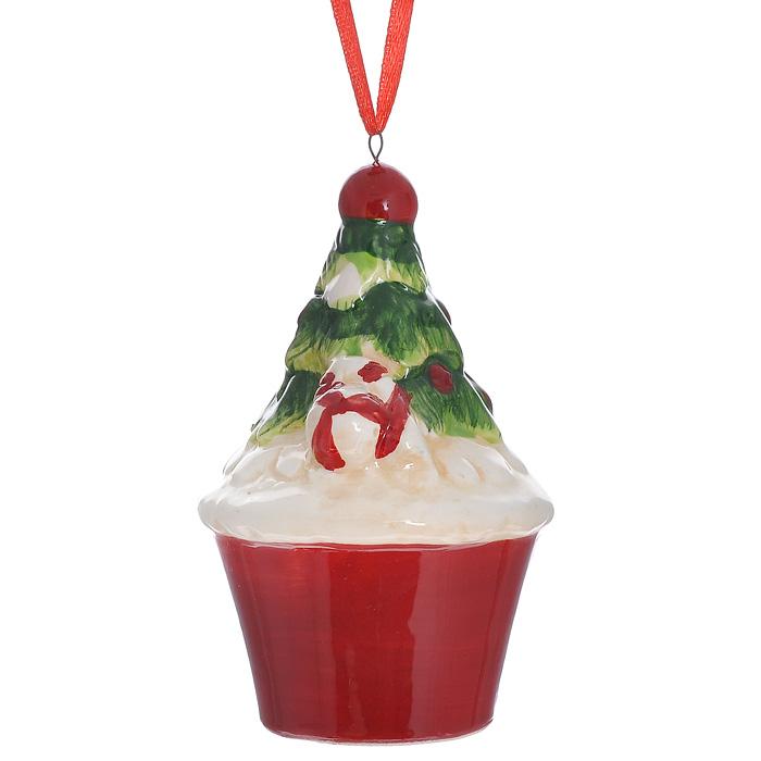 Новогоднее подвесное украшение Кекс. 3084930849Изящное новогоднее украшение Кекс выполнено из керамики. С помощью специальной текстильной петельки украшение можно повесить в любом понравившемся вам месте. Но, конечно, удачнее всего такая игрушка будет смотреться на праздничной елке. Новогодние украшения приносят в дом волшебство и ощущение праздника. Создайте в своем доме атмосферу веселья и радости, украшая всей семьей новогоднюю елку нарядными игрушками, которые будут из года в год накапливать теплоту воспоминаний. Характеристики: Материал: керамика. Размер украшения: 9 см х 5,5 см х 5,5 см. Артикул: 30849.