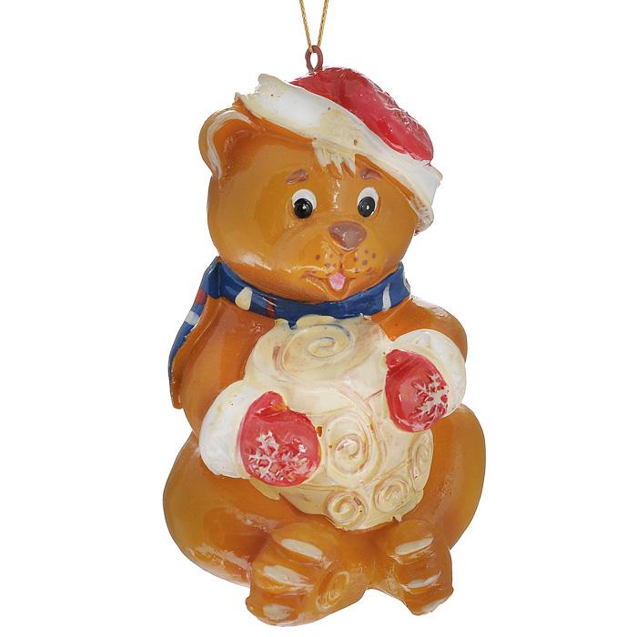 Новогоднее подвесное украшение Медвежонок. 3047230472Изящное новогоднее украшение Медвежонок выполнено из полирезины в виде медвежонка в новогодней шапке и варежках с подарком. С помощью специальной текстильной петельки украшение можно повесить в любом понравившемся вам месте. Но, конечно, удачнее всего такая игрушка будет смотреться на праздничной елке. Новогодние украшения приносят в дом волшебство и ощущение праздника. Создайте в своем доме атмосферу веселья и радости, украшая всей семьей новогоднюю елку нарядными игрушками, которые будут из года в год накапливать теплоту воспоминаний. Характеристики: Материал: полирезина. Цвет: бежевый. Размер украшения: 8 см х 5,5 см х 5 см. Артикул: 30472.
