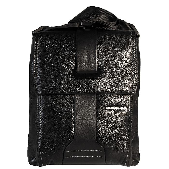 Сумка мужская Malgrado, цвет: черный. BR11-388C1836BR11-388C1836 blackОригинальная мужская сумка Malgrado из натуральной кожи черного цвета. Сумка закрывается на застежку-молнию и клапаном на магнитную кнопку. Внутри одно отделение, вшитый карман на молнии, открытый кармашек для телефона и два кармашка для пишущих принадлежностей. Под клапаном имеется дополнительный карман на молнии. Также на внешней стороне расположен открытый карман, который закрывается на магнитную кнопку. В комплекте плечевой текстильный ремень и чехол для хранения.