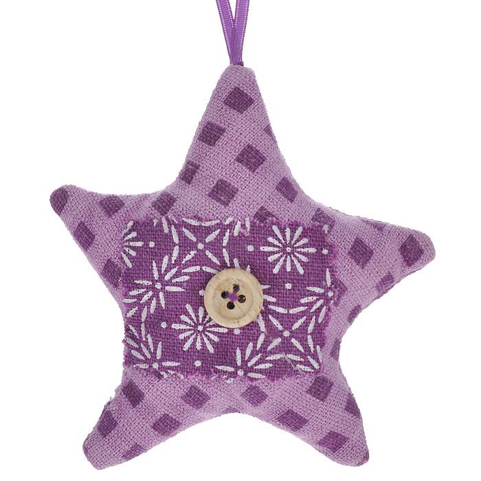Новогоднее подвесное украшение Звезда, цвет: сиреневый. 2532225322Оригинальное новогоднее украшение Звезда, выполненное из полиэстера сиреневого цвета, прекрасно подойдет для оформления дома и праздничной ели. С помощью текстильной ленточки его можно повесить в любом понравившемся вам месте. Но, конечно, удачнее всего такая игрушка будет смотреться на праздничной елке. Елочная игрушка - символ Нового года. Она несет в себе волшебство и красоту праздника. Создайте в своем доме атмосферу веселья и радости, украшая новогоднюю елку нарядными игрушками, которые будут из года в год накапливать теплоту воспоминаний. Коллекция декоративных украшений из серии Magic Time принесет в ваш дом ни с чем несравнимое ощущение волшебства!