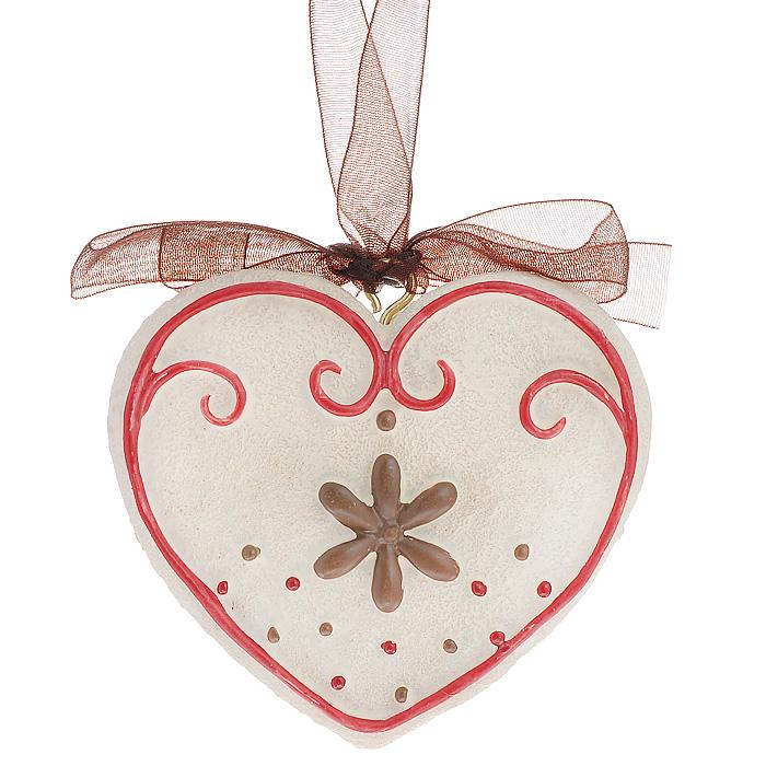 Новогоднее подвесное украшение Сердечко, цвет: бежевый, красный. 2594125941Оригинальное новогоднее украшение выполнено из полирезины в виде сердечка. С помощью специальной ленты украшение можно повесить в любом понравившемся вам месте. Но, конечно же, удачнее всего такая игрушка будет смотреться на праздничной елке. Новогодние украшения приносят в дом волшебство и ощущение праздника. Создайте в своем доме атмосферу веселья и радости, украшая всей семьей новогоднюю елку нарядными игрушками, которые будут из года в год накапливать теплоту воспоминаний. Коллекция декоративных украшений из серии Magic Time принесет в ваш дом ни с чем несравнимое ощущение волшебства! Характеристики: Материал: полирезина, текстиль. Размер украшения: 6 см х 6,5 см х 1 см. Артикул: 25941.
