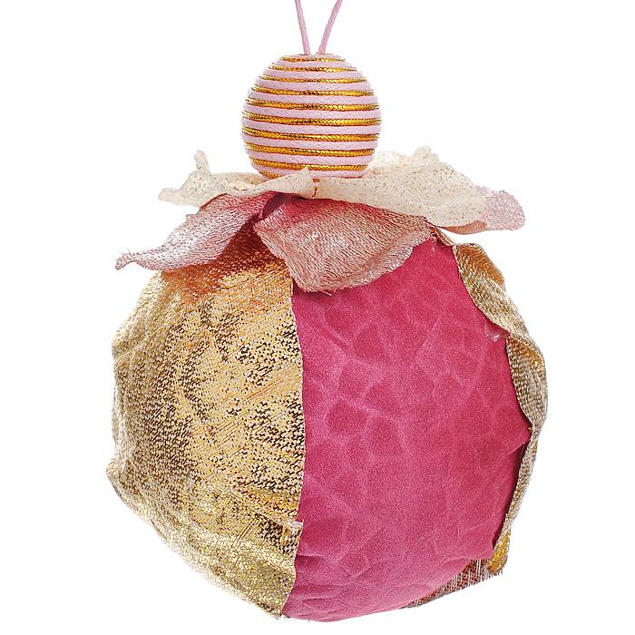 Новогоднее подвесное украшение Золотистый шар. 1582515825Новогоднее подвесное украшение Золотистый шар, выполненное из пенопласта, пластика и полиэстера, украсит интерьер вашего дома или офиса в преддверии Нового года. Оригинальный дизайн и красочное исполнение создадут праздничное настроение. Необычное украшение из ткани розового и золотистого цветов идеально подойдет для оформления новогодней елки. Коллекция декоративных украшений из серии Magic Time принесет в ваш дом ни с чем не сравнимое ощущение волшебства!
