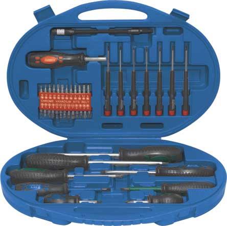 Набор отверток с битами FIT, 42 предметов. 5640556405Набор отверток с битами FIT предназначен для монтажа/демонтажа различных резьбовых соединений. Большие удобные рукоятки отверток обеспечивают большой момент и максимальный комфорт при работе. В состав набора входят: 7 часовых отверток: SL2.5x50 мм, SL3x50 мм, SL3.5x50 мм, PH0x50 мм, PH00x50 мм, T15x50 мм, T20x50 мм; 6 обычных отверток: SL8x150 мм, SL6x100 мм, SL6x38 мм, PH3x100 мм, PH2x100 мм, PH2x38 мм; 2 отвертки с изолированным жалом: SL5x75 мм, PH1x75 мм; Отвертка с магнитным держателем бит; Гибкое жало, длина 19 см; Биты плоские: SL3, SL4, SL5, SL6, SL7; Биты крестовые: PH0, PH1, PH2, PH3; PZ0, PZ1, PZ2, PZ3; Биты шестигранные: H2, H3, H4, H5, H5.5, H6; Биты звездочка: T10, T15, T20, T25, T30, T40; Плстиковый кейс.