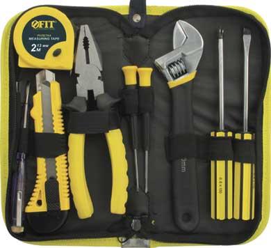 Набор инструментов FIT, 9 предметов. 6513965139Набор слесарно-монтажных инструментов FIT - это необходимый предмет в каждом доме. Он включает в себя 9 предметов, которые умещаются в небольшом кейсе. Инструменты, входящие в набор гарантируют надежность и длительный срок службы. Такой набор будет идеальным подарком мужчине. Состав набора: Рулетка 2 м х 13 мм. Нож технический с отламывающимся лезвием, 18 мм. Пассатижи, 18 см. Ключ разводной, 20 см. Индикаторная отвертка 100-500 В. Отвертки для точных работ: SL2.4 мм, PH0. Отвертки: SL6 х 100 мм, PH2 х 100 мм. Нейлоновый футляр.