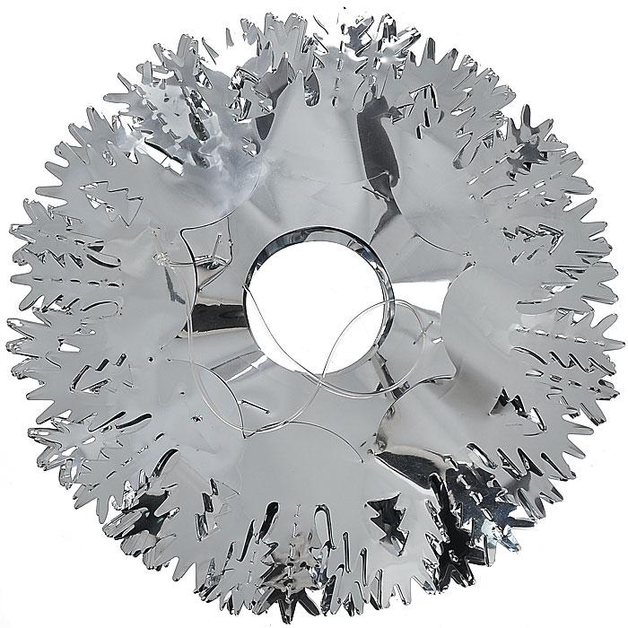 Новогоднее украшение Гирлянда, диаметр 20 см, длина 300 см. 2035120351Объемная новогодняя гирлянда в виде снежинок поможет вам украсить свой дом к предстоящим праздникам. Гирлянда выполнена из металлизированной фольги серебристого цвета. С помощью такого украшения вы сможете оживить интерьер по вашему вкусу. Новогодние украшения всегда несут в себе волшебство и красоту праздника. Создайте в своем доме атмосферу тепла, веселья и радости, украшая его всей семьей.