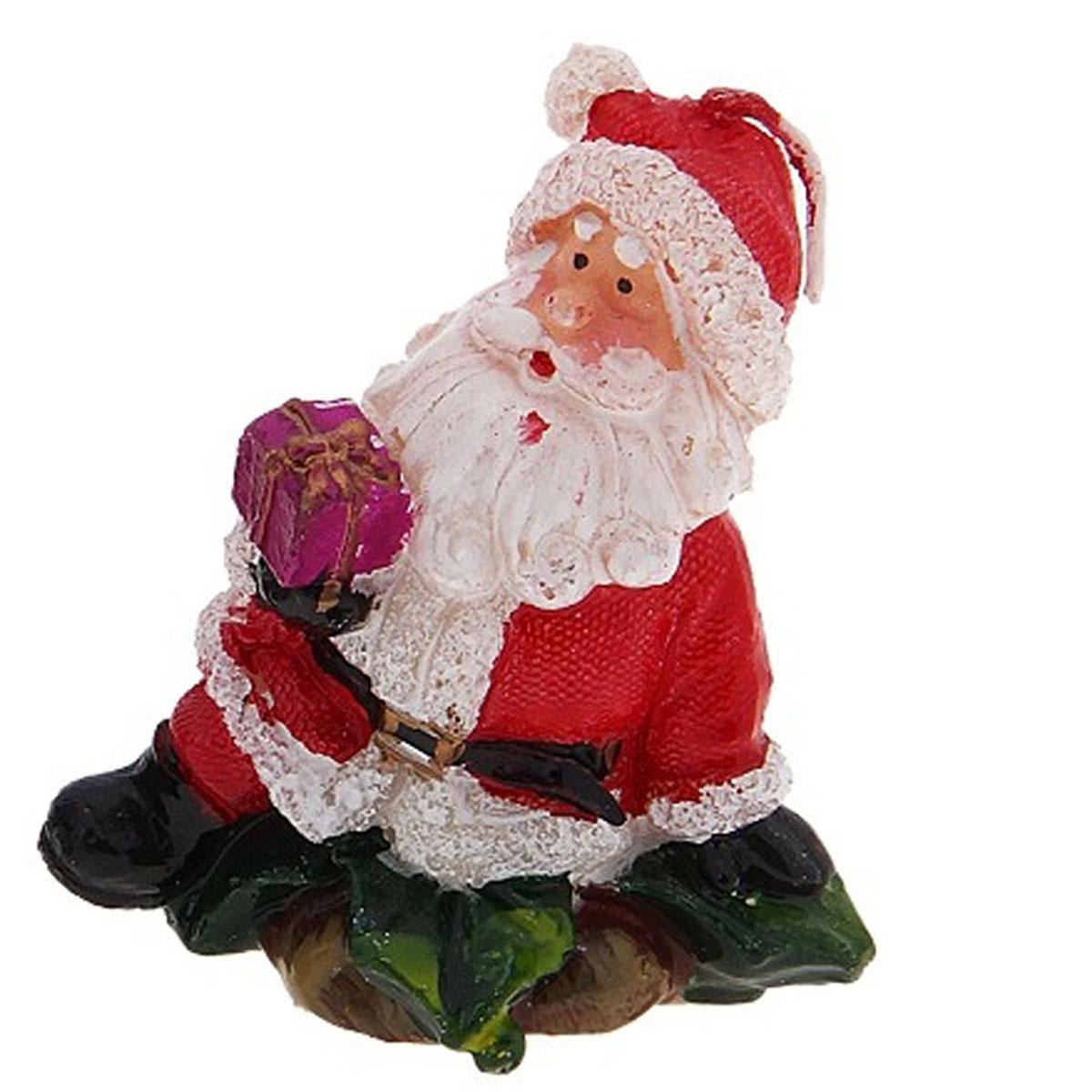 Свеча декоративная Дед мороз с подарком и с елочкой, цвет: красный, 1 шт. 680348680348Декоративная свеча выполнена в виде деда мороза с подарком или елочкой. Свеча будет вас радовать и достойно украсит интерьер. Вы можете поставить свечу в любом месте, где она будет удачно смотреться, и радовать глаз. Кроме того, эта свеча - отличный вариант подарка для ваших близких и друзей.