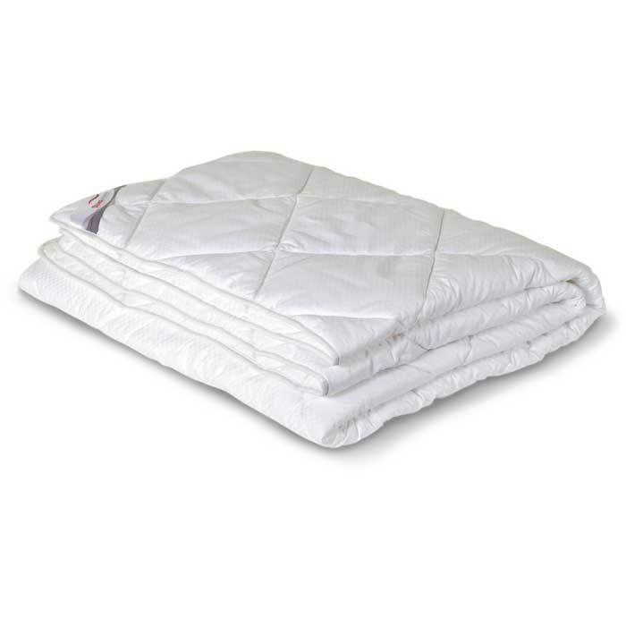 Одеяло всесезонное OL-Tex Богема, наполнитель: микроволокно OL-tex, 200 х 220 смОЛС-22-3Чехол всесезонного одеяла OL-Tex Богема выполнен из мягкого приятного на ощупь сатина-страйп. Наполнитель - высокосиликонизированное микроволокно OL-tex, которое является усовершенствованным аналогом наполнителя Лебяжий пух. Лебяжий пух - это современный заменитель натурального лебяжьего пуха. Искусственный Лебяжий пух сохраняет непревзойденную мягкость и легкость природного материала, но еще обладает и рядом новых достоинств. Лебяжий пух не вызывает аллергии, в изделиях с таким наполнителем не заводится клещ, бактерии, гнили. За подушками и одеялами очень легко ухаживать - их можно стирать в машинке, они быстро и полностью высыхают. Легкое, почти невесомое одеяло, с нежнейшим наполнителем Ol-Tex идеально подходит для сна. Одеяло из коллекции Богема обладает прекрасными терморегулирующими свойствами, гиппоаллергенно. Сохраняет форму и объем даже при многократных стирках. Одеяло OL-Tex Богема - достойный выбор современной хозяйки! ...