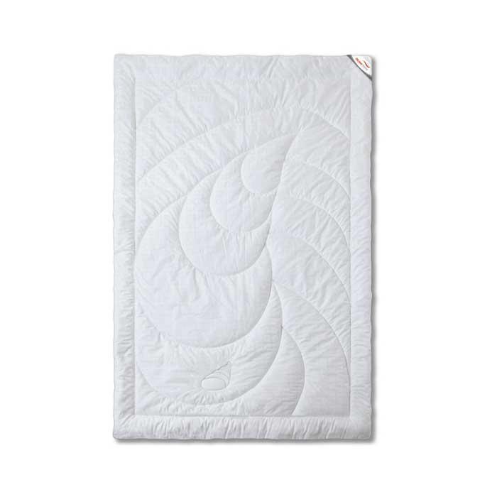 Одеяло теплое OL-Tex Богема, 172 х 205 см ОЛС-18-4ОЛС-18-4Чехол теплого одеяла OL-Tex Богема выполнен из мягкого приятного на ощупь сатина. Наполнитель - высокосиликонизированное микроволокно OL-tex, которое является усовершенствованным аналогом наполнителя Лебяжий пух. Лебяжий пух - это современный заменитель натурального лебяжьего пуха. Искусственный Лебяжий пух сохраняет непревзойденную мягкость и легкость природного материала, но еще обладает и рядом новых достоинств. Лебяжий пух не вызывает аллергии, в изделиях с таким наполнителем не заводится клещ, бактерии, гнили. За подушками и одеялами очень легко ухаживать - их можно стирать в машинке, они быстро и полностью высыхают. Легкое, почти невесомое одеяло, с нежнейшим наполнителем Ol-Tex идеально подходит для сна. Одеяло из коллекции Богема обладает прекрасными терморегулирующими свойствами, гиппоаллергенно. Сохраняет форму и объем даже при многократных стирках. Одеяло OL-Tex Богема - достойный выбор современной хозяйки! Рекомендации по уходу:...