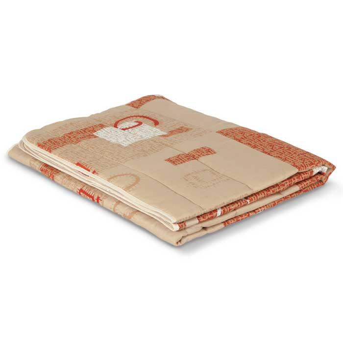 Одеяло стеганое летнее Miotex Овечья шерсть, 172 см х 205 смМШПЭ-18-1Чехол стеганого летнего одеяла Miotex Овечья шерсть выполнен из полиэстера. Наполнитель - натуральная овечья шерсть с полиэстером. Свойства шерсти уникальны, а шерсть овцы человек с древних времен использует себе на пользу. Шерсть овцы воздухопроницаема, она имеет между ворсинками воздушные пузырьки, что обеспечивает прекрасную терморегуляцию. Овечья шерсть прогревает тело сухим теплом, успокаивает боль, создает атмосферу комфорта. Шерсть помогает бороться со стрессом, обладает успокаивающим эффектом. Летнее одеяло из натуральной овечьей шерсти удобно и комфортно. Легкое одеяло создаст оптимальный микроклимат в постели – в теплое время года под ним не будет ни холодно, ни жарко. Одеяло Miotex Овечья шерсть - достойный выбор современной хозяйки! Рекомендации по уходу: - Стирка запрещена, - Нельзя отбеливать. При стирке не использовать средства, содержащие отбеливатели (хлор), - Не гладить. Не применять обработку паром, - Химчистка с...
