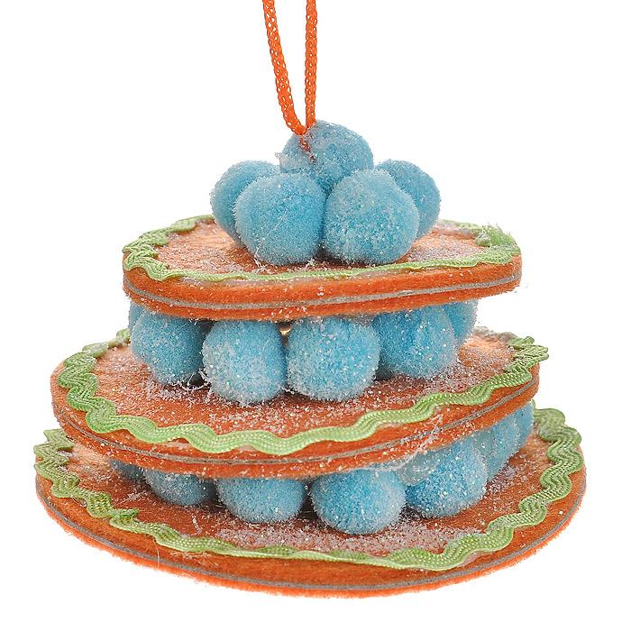 Новогоднее подвесное украшение Торт, цвет: оранжевый. 2536125361Оригинальное подвесное украшение «Торт» прекрасно подойдет для праздничного декора дома и новогодней ели. Украшение выполнено из полиэстера в виде круглого торта и оформлено блестками. С помощью атласной ленточки его можно повесить в любом понравившемся вам месте. Но, конечно, удачнее всего такая игрушка будет смотреться на праздничной елке. Елочная игрушка - символ Нового года. Она несет в себе волшебство и красоту праздника. Создайте в своем доме атмосферу веселья и радости, украшая новогоднюю елку нарядными игрушками, которые будут из года в год накапливать теплоту воспоминаний. Коллекция декоративных украшений из серии Magic Time принесет в ваш дом ни с чем несравнимое ощущение волшебства! Характеристики: Материал: полиэстер. Цвет: оранжевый. Размер украшения: 7 см х 7 см х 5 см. Артикул: 25361.