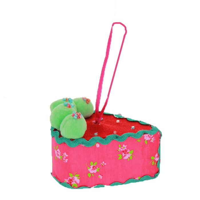 Новогоднее подвесное украшение Пирожное, цвет: красный, розовый. 2537425374Оригинальное новогоднее украшение выполнено из текстиля в виде пирожного, украшенного тесьмой и бисером. С помощью специальной петельки украшение можно повесить в любом понравившемся вам месте. Но, конечно же, удачнее всего такая игрушка будет смотреться на праздничной елке. Новогодние украшения приносят в дом волшебство и ощущение праздника. Создайте в своем доме атмосферу веселья и радости, украшая всей семьей новогоднюю елку нарядными игрушками, которые будут из года в год накапливать теплоту воспоминаний. Коллекция декоративных украшений из серии Magic Time принесет в ваш дом ни с чем несравнимое ощущение волшебства!