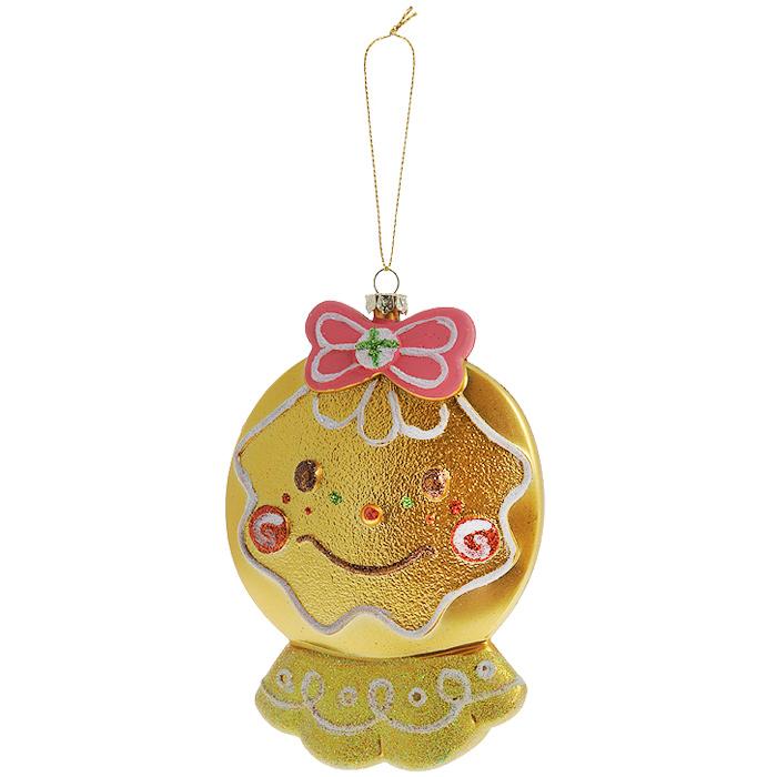 Новогоднее подвесное украшение Нарядный колобок, цвет: золотистый. 2589225892Оригинальное новогоднее украшение выполнено из пластика в виде улыбающегося колобка с бантиком, украшенного блестками. С помощью специальной петельки украшение можно повесить в любом понравившемся вам месте. Но, конечно же, удачнее всего такая игрушка будет смотреться на праздничной елке. Новогодние украшения приносят в дом волшебство и ощущение праздника. Создайте в своем доме атмосферу веселья и радости, украшая всей семьей новогоднюю елку нарядными игрушками, которые будут из года в год накапливать теплоту воспоминаний. Коллекция декоративных украшений из серии Magic Time принесет в ваш дом ни с чем несравнимое ощущение волшебства! Характеристики: Материал: пластик, текстиль. Цвет: золотистый. Размер украшения: 14 см х 10 см х 3 см. Артикул: 25429.