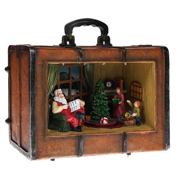 Новогоднее декоративное украшение Волшебный чемоданчик. 3207832078Декоративное украшение Волшебный чемоданчик, выполненное из полирезины, подойдет для оформления новогоднего интерьера и принесет с собой атмосферу радости и веселья. Украшение представляет собой чемоданчик коричневого цвета, внутри которого имеются фигурки, елка. Картину теплого семейного вечера дополняет камин с книгами и часами на заднем плане и окно с виднеющимся зимним пейзажем. Украшение снабжено встроенной подсветкой за счет 5 светодиодов, светящихся различными цветами, и вращающимся механизмом - вращается елочка, украшенная блестками. Устройство работает от 3 батареек типоразмера АА (в комплект не входят). Коллекция декоративных украшений из серии Magic Time принесет в ваш дом ни с чем несравнимое ощущение волшебства! Новогодние украшения всегда несут в себе волшебство и красоту праздника. Создайте в своем доме атмосферу тепла, веселья и радости, украшая его всей семьей.