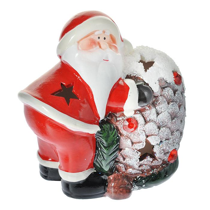 Фигурка декоративная Дед Мороз, с подсветкой. 119334119334Декоративная фигурка выполнена из керамики в виде Деда Мороза с шишкой. Шишка декорирована красными стразами и блестками. Изделие оснащено светодиодами. Благодаря отверстиям в стенках корпуса в виде звездочек свечение получается мягким и немного загадочным, что поможет создать атмосферу волшебства и праздника в вашем доме. Такая оригинальная фигурка оформит интерьер вашего дома или офиса в преддверии Нового года. Оригинальный дизайн и красочное исполнение создадут праздничное настроение. Кроме того, это отличный вариант подарка для ваших близких и друзей.