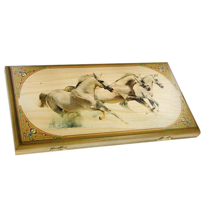 Игровой набор 3в1 Perfecto Лошади: нарды, шахматы, шашки, размер: 50х25х4 см. 064msh064mshНарды Лошади упакованы в деревянный лакированный кейс, оформленный изображением трех белых лошадей. Кейс закрывается на металлический замок. Внутренняя часть кейса представляет собой игровое поле. В наборе - 2 игральных кубика, деревянные шашки и шахматные фигуры. На внешней стороне кейса изображено игровое поле для игры в шашки или шахматы. Нарды могут стать отличным подарком каждому, независимо от ситуации и возраста.