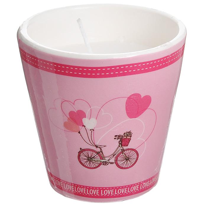 Декоративный подсвечник Велосипед, со свечой, цвет: розовый. 3130431304Декоративный подсвечник, изготовленный из керамики, оформлен изображением велосипеда с шариками в форме сердечек. Оригинальный дизайн и красочное исполнение создадут романтическое настроение. С таким украшением вы сможете не просто внести в интерьер своего дома элемент необычности, но и создать атмосферу загадочности и изысканности. Характеристики: Материал: керамика, воск. Цвет: розовый. Диаметр подсвечника: 7 см. Высота подсвечника: 7 см. Артикул: 31304.