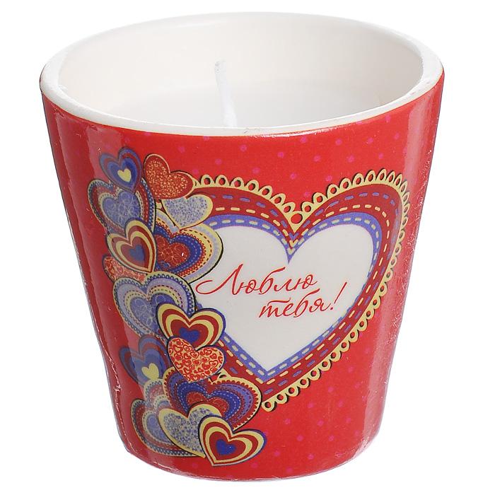 Декоративный подсвечник Люблю тебя!, со свечой, цвет: красный. 3130331303Декоративный подсвечник, изготовленный из керамики, оформлен изображением сердец и надписью Люблю тебя!. Оригинальный дизайн и красочное исполнение создадут романтическое настроение. С таким украшением вы сможете не просто внести в интерьер своего дома элемент необычности, но и создать атмосферу загадочности и изысканности. Характеристики: Материал: керамика, воск. Цвет: красный. Диаметр подсвечника: 7 см. Высота подсвечника: 7 см. Артикул: 31303.